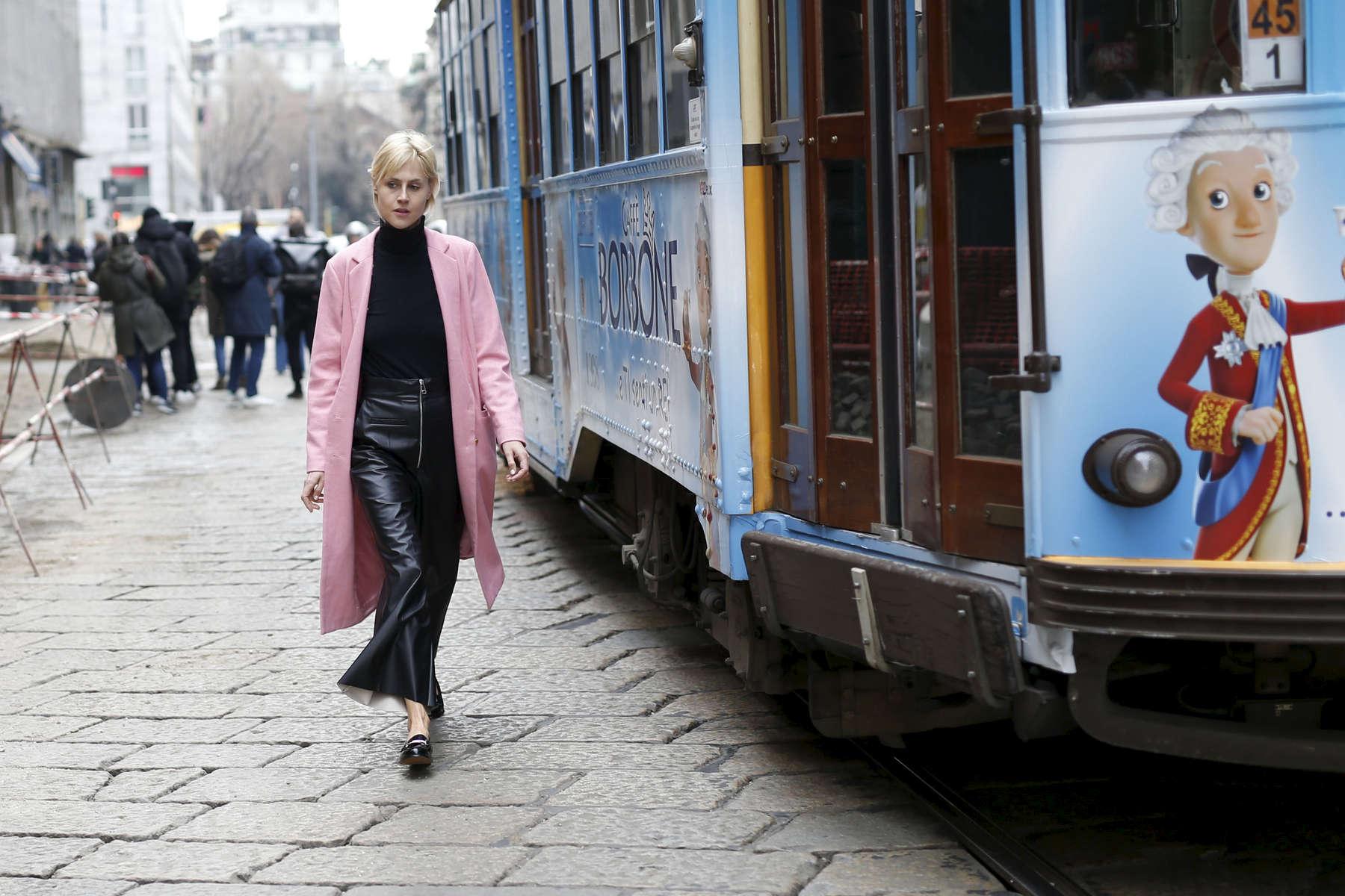 Linda Tol - Milan Fashion Week, Feb. 2016