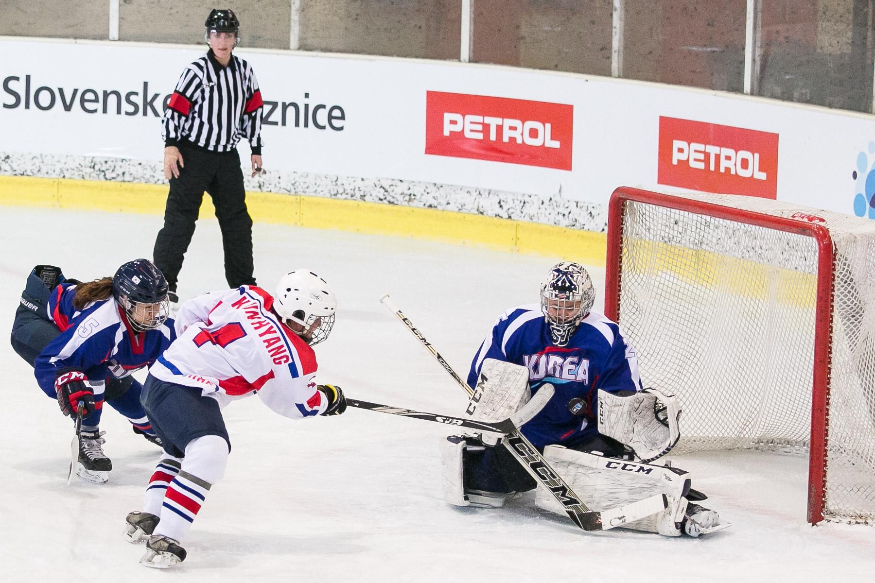 DPRKvsSouthKoreaWomenHockeyWC-photoLukaDakskobler-014