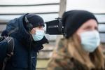 Režiser Marko Šantić in pomočnica režije Irena Gatej na snemanju filma Zbudi me.-------------------------------------------------------Director Marko Šantić and assistant director Irena Gatej on the set of Wake Me.