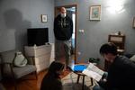 Režiser Marko Šantić ter Živa Selan in Jure Henigman med vajo na snemanju filma Zbudi me.----------------------------------------------------------Director Marko Šantić and actors Živa Selan and Jure Henigman during rehearsal on the set of Wake Me.