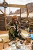 Les Touaregs, citoyens de second zone sous le régime du Colonel Khadafi, ne sont aujourd\'hui toujours pas considérés par Tripoli comme des citoyens libyens. Ils ont pris en main la défense du pays Touareg, le sud Libyen. Ils contrôlent avec peu de moyen les frontières du Niger et de l\'Algérie. Ils nous font visiter 4 postes récement réactivés, afin de surveiller les éventuels infiltrations d\'islamistes venus du Mali. Fort des évènements récents en Azawad, ils en appel à la France afin de les aider à se défendre.