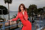 Valerie Kaprisky pose à Cannes dans une suite et sur le toit de l'hotel Martinez ainsi que sur la plage du Beach Club.