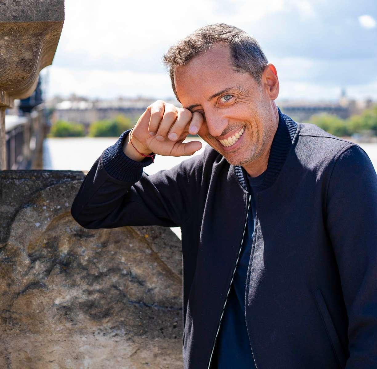 A Bordeaux Gad Elmaleh rode sont prochain spectacle devant un public déjà conqui comme d'ailleurs les badeaux qui ne cessent de l'arreter en ville pour faire des selfies.....