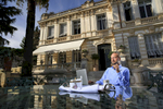 Nice, octobre 2015. Sergueï Pougatchev oligarque français d'origine russe devant sa maison des hauteurs de Nice.Nice, Octobre 2015. Sergueï Pougatchev, french oligarch of russian origin in front of his house on the hights of Nice.