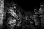 Hommage rendu dans la caserne du Bataillon Vostok à un de leur mort. Le bataillon Vostok dans les ruines de l\'aéroport de Donetsk