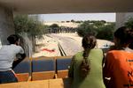 Le dÈpart des derniers colons et la prise de la synagogue de Newe Deqalim par l\'armÈe de tsahal.