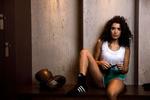 L'actrice française Sabrina Ouazzini au club De boxe Temple Le Noble Art à Paris