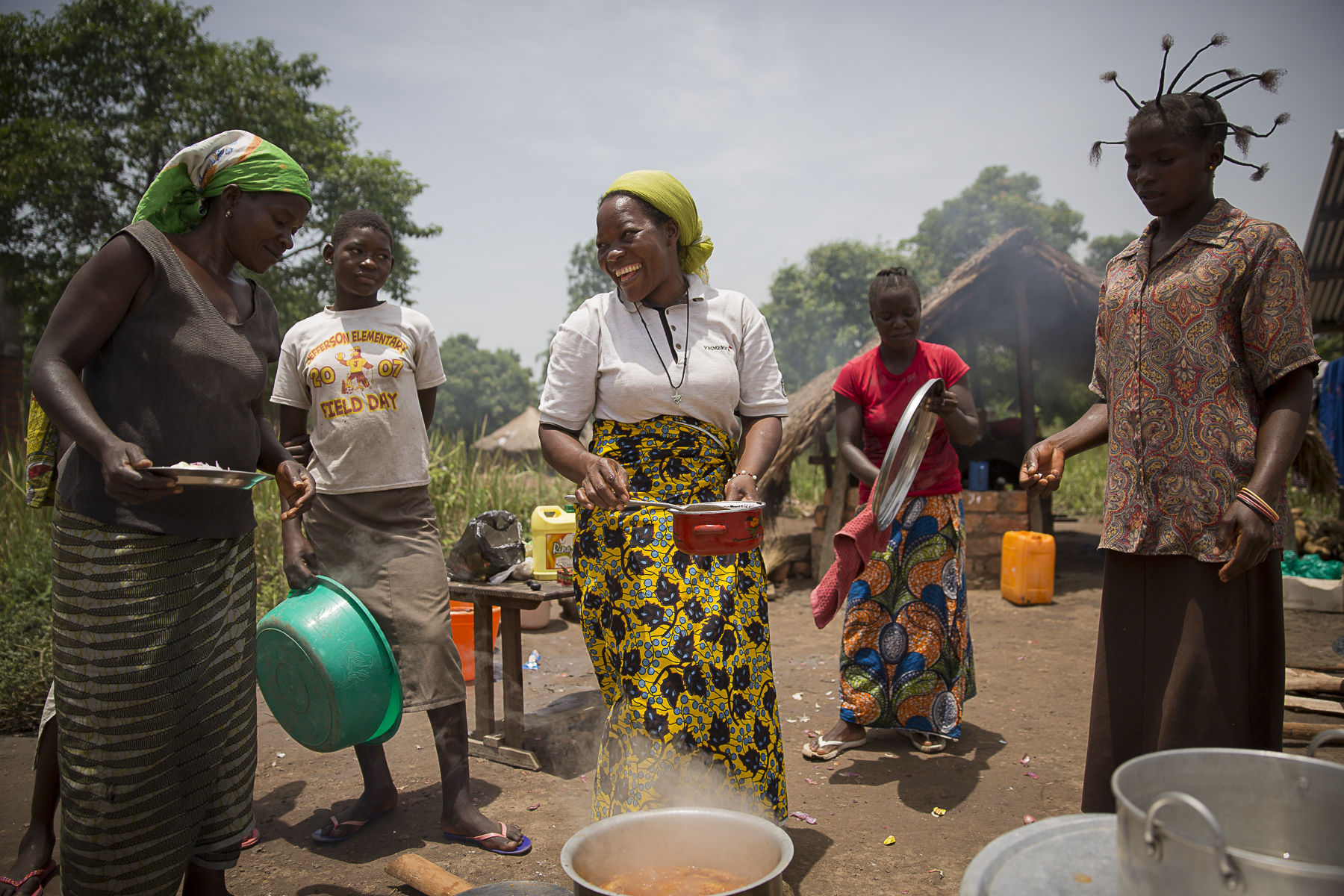 Soeur Angélique Namaika lauréate du Prix Nansel du Haut commissariat de L\'ONU pour les réfugiés(lUNHCR) pour son action auprès des femmes du nord de la RDC et plus particulièrement les femmes et les enfants victimes des exactions de la LRA du tristement célèbre Joseph Kony.