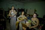 A Yasinovata, une commune limitrophe de Donetsk, la population bombardée continuellement depuis fin juin, vit une grande partie de la journée dans les caves des immeubles sans eau ni électricité, le bataillon Vostok (est en russe) fait iune distribution d\'eau, de boissons et de vêtements./ le vice commandant des\{quote} Vostok \{quote}PiotreSavtchenko fait le piont de la situation en ville avec des hommes de sa \{quote}brigade\{quote}. Dans la cave du collège de la ville, Marina 19 ans donne le sein à sa fille Paulina, 5 mois, elle a le même âge que la République de Donetsk.les suites d\'un bombardement boulevard Chevtchenko dans le centre ville…..