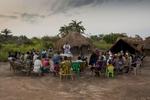 Soeur Angélique Namaika lauréate du Prix Nansel du Haut commissariat de L\'ONU pour les réfugiés(lUNHCR) pour son action auprès des femmes du nord de la RDC et plus particulièrement les femmes et les enfants victimes des exactions de la LRA du tristement célèbre Joseph Kony.Messe dans le quartier ou habite soeur Angélique à laquelle elle assiste.