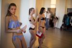 Sujet \{quote}Les Belles de Sibérie\{quote}. Pendant six semaines les scouts de l\'agence Noah, dirigée par Tigran Khachatrian parcoure une trentaine de villes en Sibérie afin de découvrir pour le compte des prestigieuses agences de mannequins occidentales et asiatiques les futures stars des podiums et des grandes campagnes publicitaires.Au 22 ème étage du centre commercial Saint City à Novosibirsk en Sibérie, suite du casting organisé par l\'agence Noah en présence de représentants d\'agences asiatiques et de Lionel Dejean président de City Model Agency, la plus ancienne des agences de mannequins française.