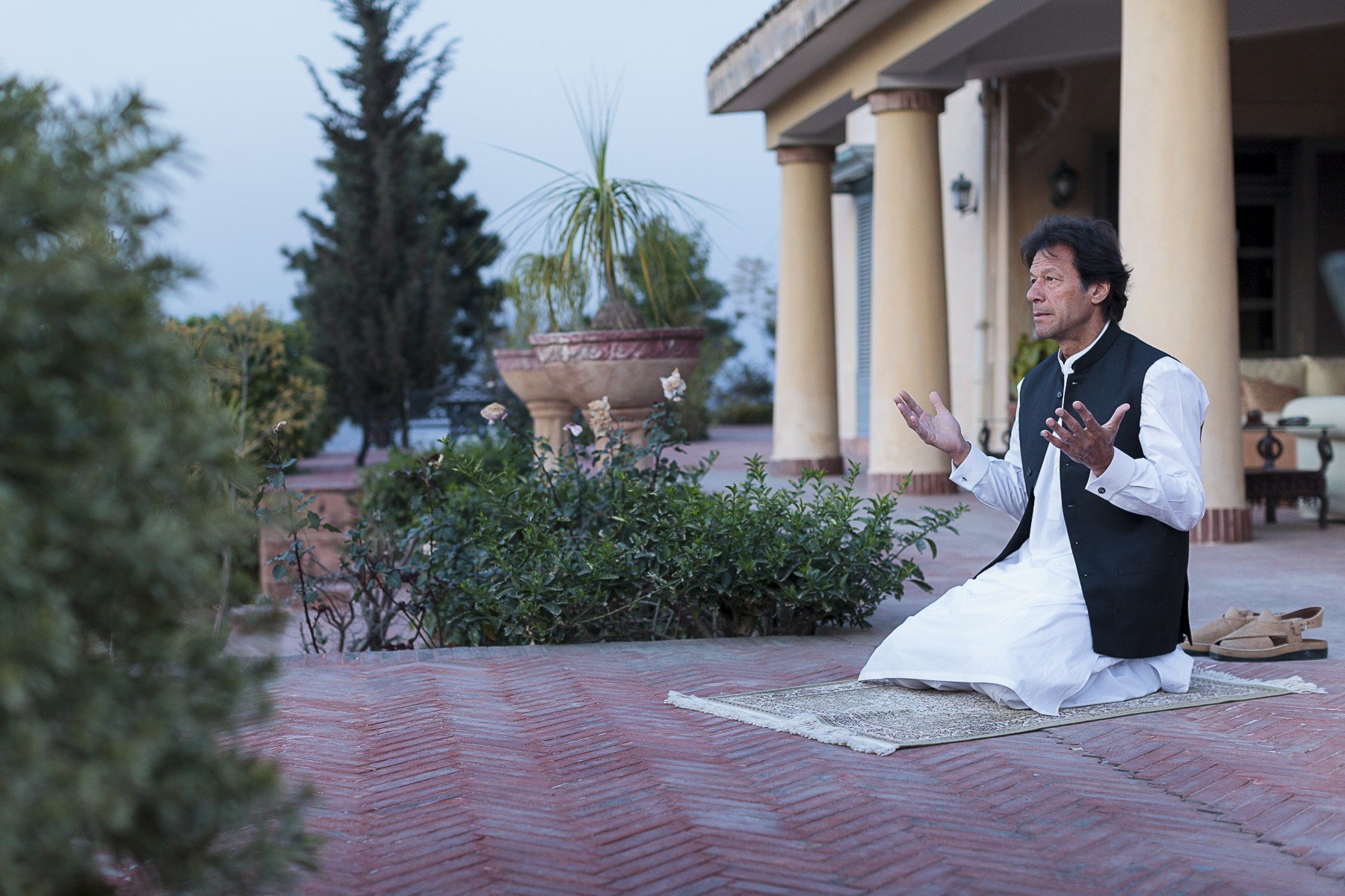 Pakistan, novembre 2012. Imran Khan chez lui à Islamabad.Pakistan, November 2012. Politician Imran Khan at is home in Islamabad.