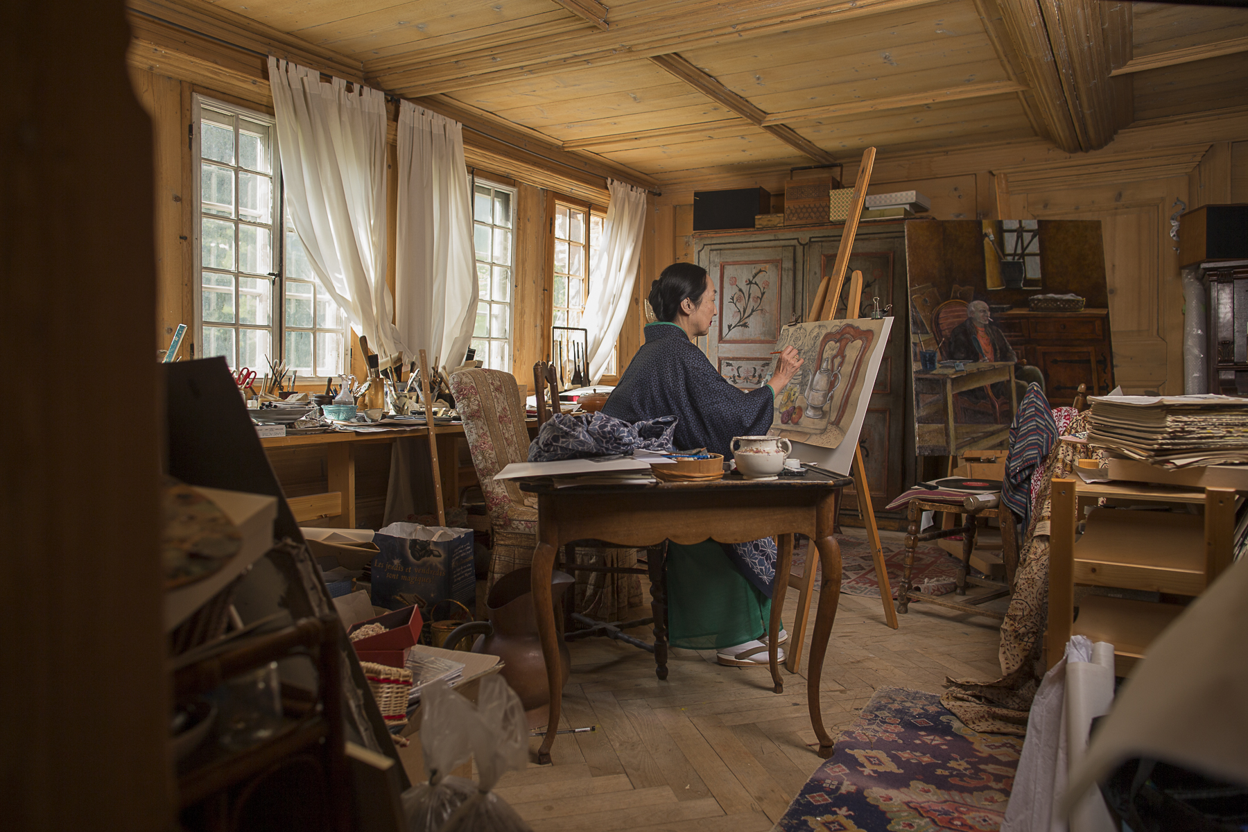 Rossinière, July 2014. Setsuko klossowska in her drawing room at the Grand Chalet.Rossinière, juillet 2014. Setsuko Klossowska dans son atelier au Grand Chalet.