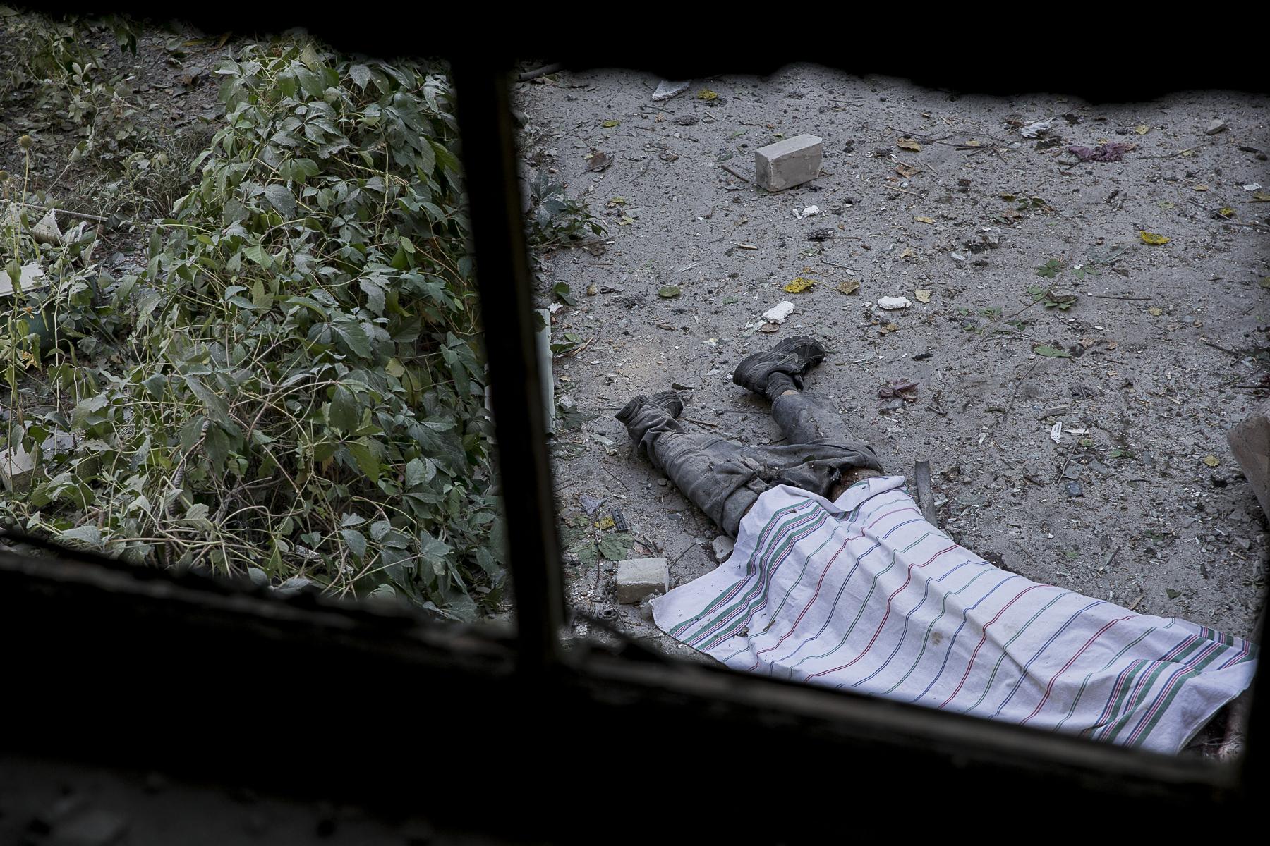 A la suite d\'un bombardement de l\'armée Ukrainienne,un couple et leur fille de 10 ans on trouvé la mort dans le quartier de Kalininsky