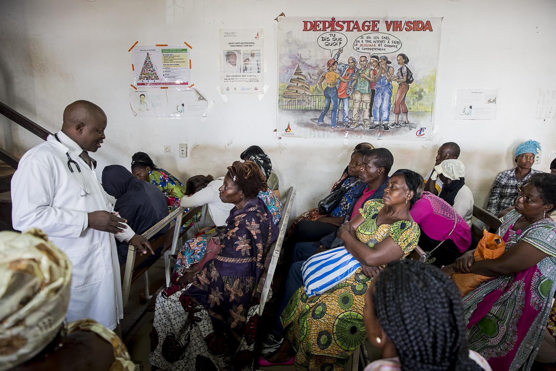 Dr Kouanfak charles chef de service de l\'hopital Central de jour de Yaoundé. Dans ce service sont effectué des depistages et les traitement des patients atteints du VIH. Tel que Jacqelin soigné par chimiothérapie pour un sarcome de Kaposi.