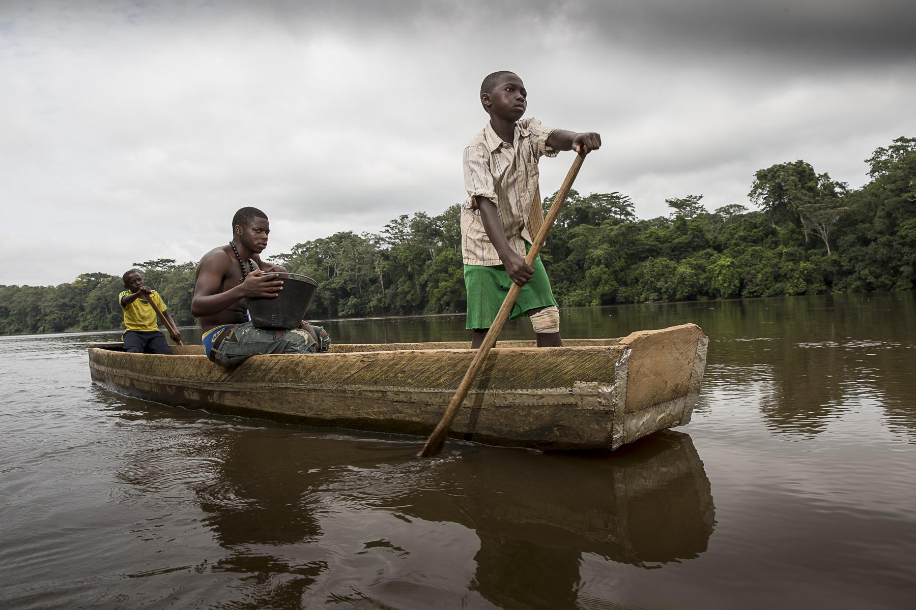 La rivière N\'goko à Mouloundou, à 65 km du piont zéro.C\'est la route fluviale qu\'a emprunté le patient zéro au debut du 20 ème siècle pour aller vers Léopoldville, aujoud\'hui Kinshasa et permettre à l\{quote}épidémie de se rependre.