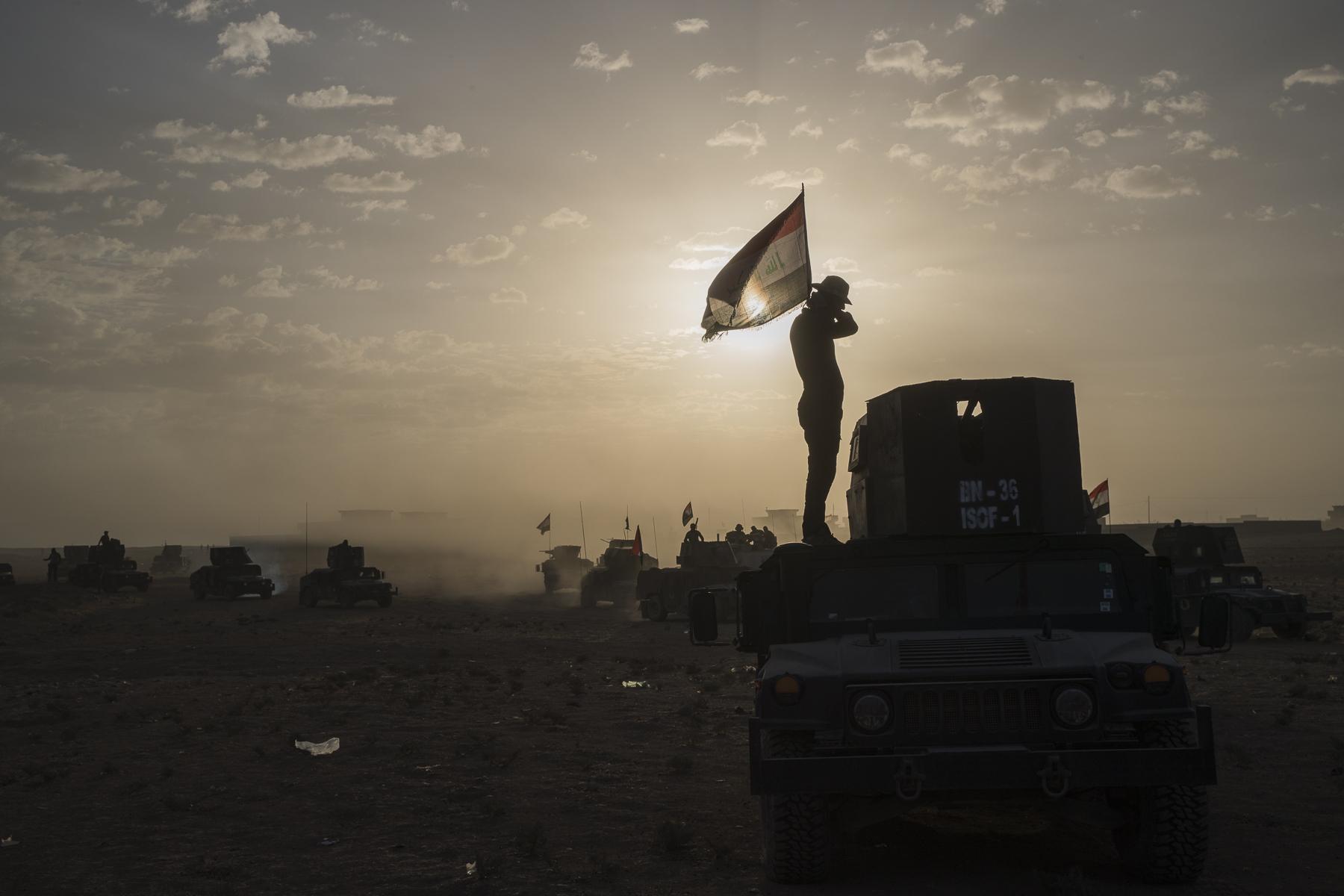 Lundi matin 9:00 la Golden Division tente de prentre le bourg de Gagjali à deux km de Mossul. C'est la dernière position de Daech. Bien que faisant partie de mossul, ce quartier est en dehors des limites géographique de la ville. C'est là ou nous prendrons position ce soir, Inch Allah.