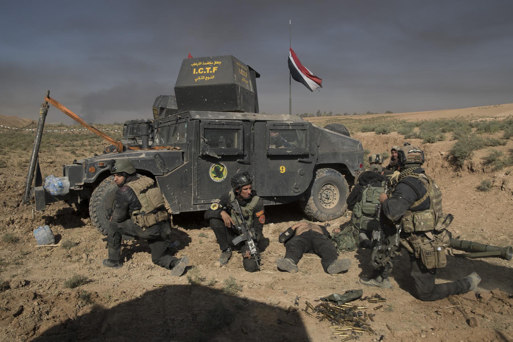 Premier mort ? bléssé ? de la journée dans l'avancée vers les districts nord est de Mossul ( 4 morts ce jour là)
