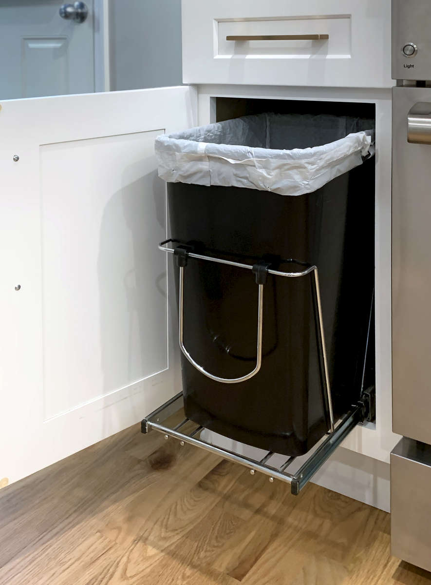 White-Shaker-Kitchen_Trash-Pull-Out