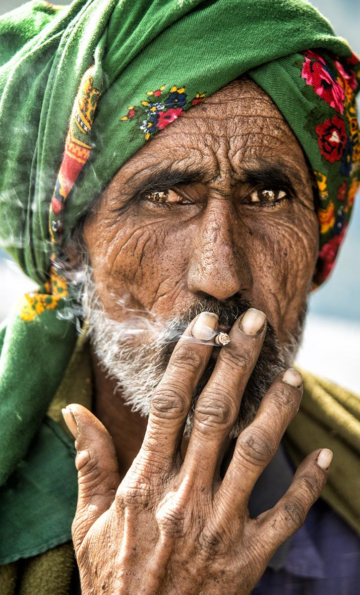 Man-smoking-3259