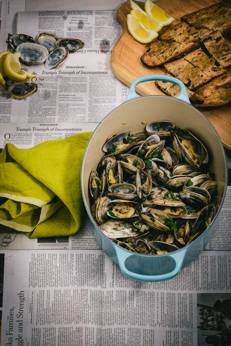 clams steamed in white wine and garlic