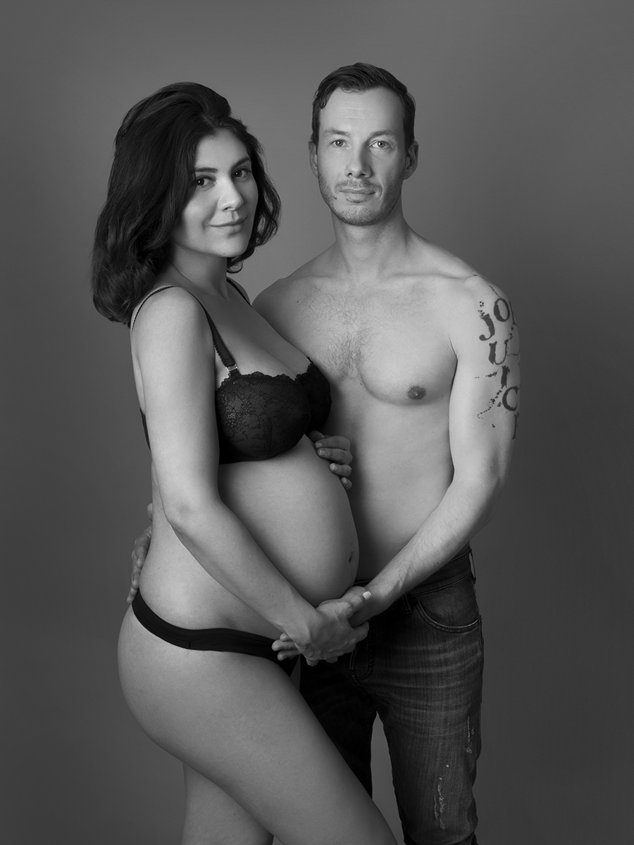 award-winning-black-and-white-maternity-photography-Nemi-Miller_2