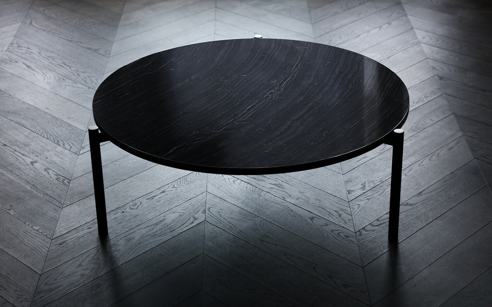 one-table--black