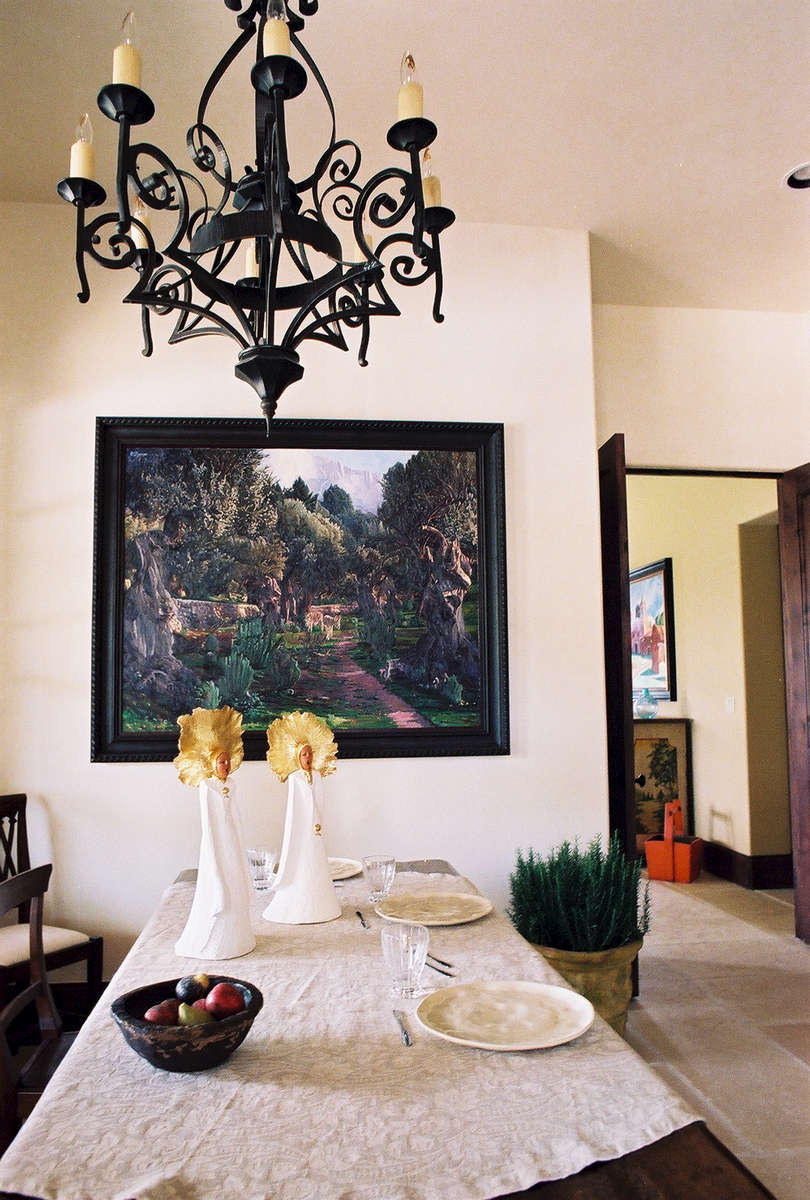 La Coachinella was a wonderful dealer of fine Italian products.  The linens were exquisite on the solid walnut table with the hand-made place settings.  The angels with their gold-leaf auras gleamed in front of the vivid Bartolome Sastre painting from Austin Galleries.