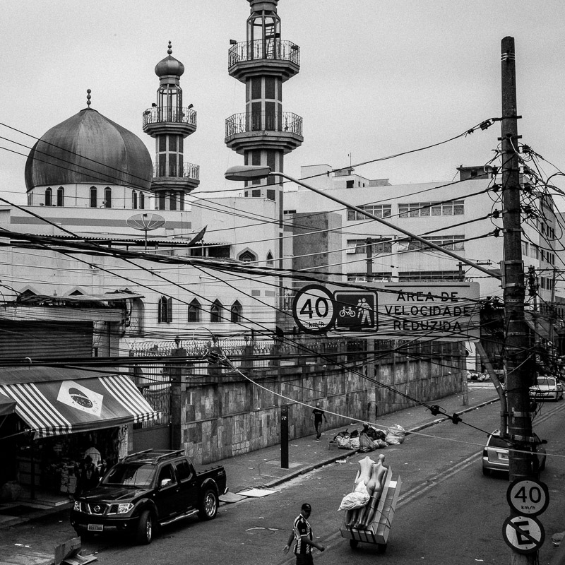 Mesquita do Brás, is a popular Shiite mosque hidden in the textile and fabric district of Brás in São Paulo. Many refugees work nearby selling jeans and clothing in this predominately Syrio-Arab Muslim neighbohood.  @InstagramBrasil