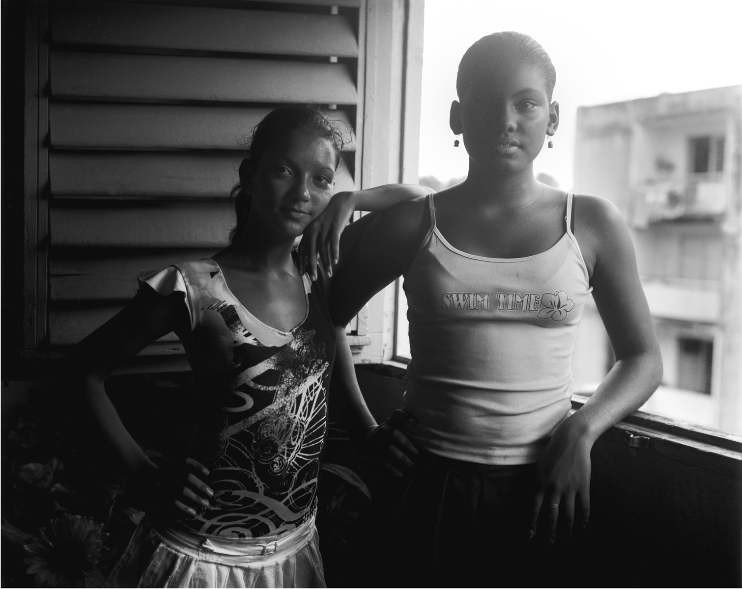 06-NS-Cuba-4x5-Mailen-and-her-cousin