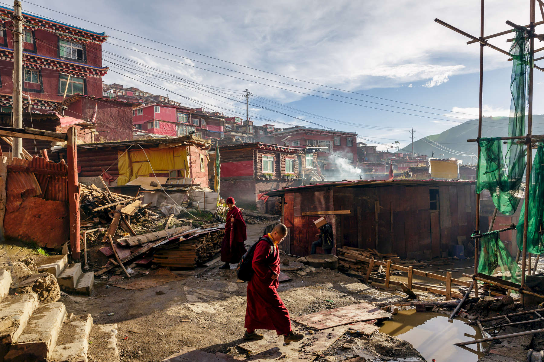 Despite perodical attempts by Chinese authorities to curb development at larung Gar, construction here is constant, be it new places of worship, or simply running repairs to the basic huts which are home to 50,000 nuns an monks.