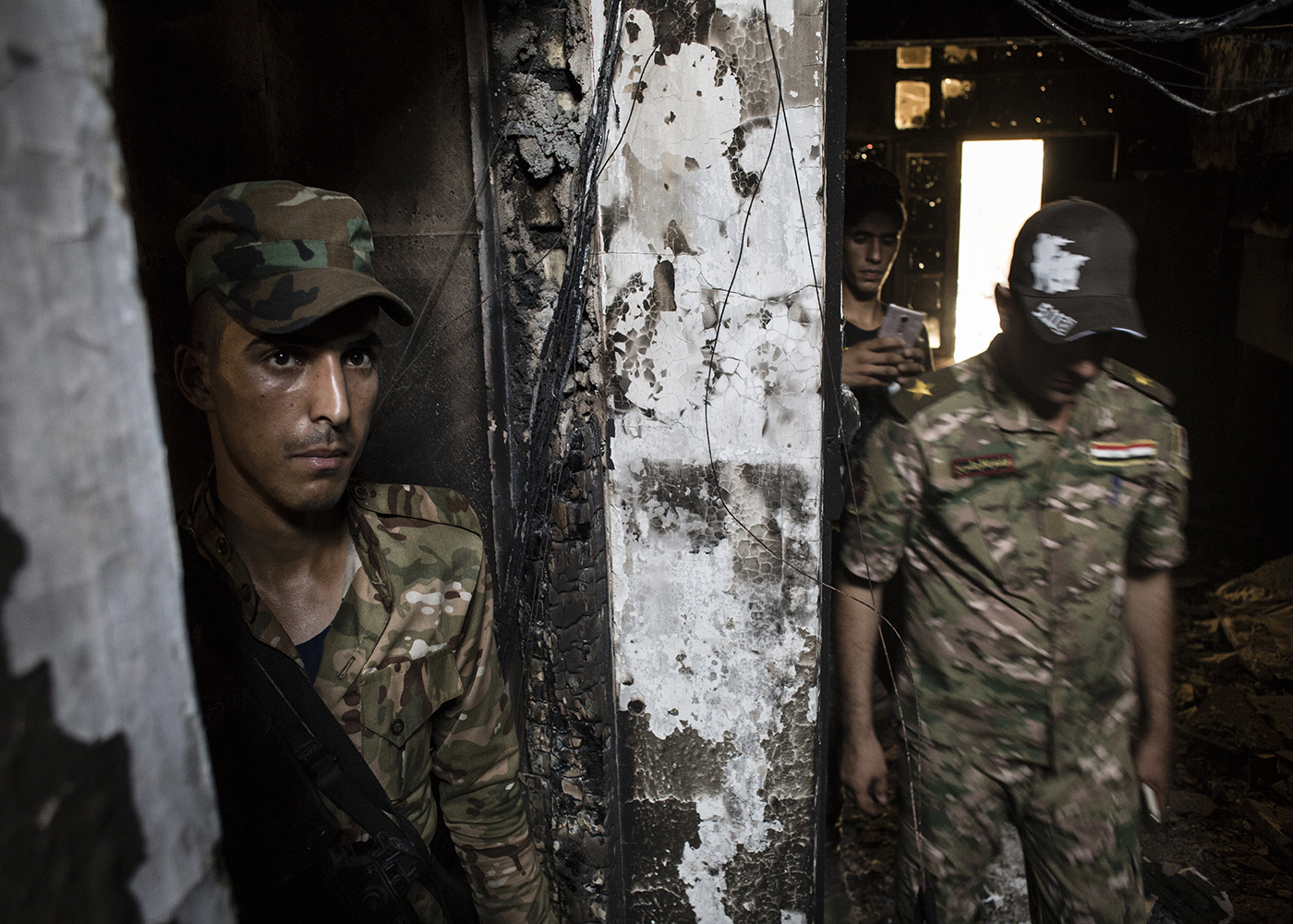 26/06/2016 -- Fallujah, Iraq -- SWAT soldiers inside the building where they found an ISIS prison in the Muallimin neighborhood of Fallujah.It's one of the two prison found by police forces spread across three houses. The downstairs rooms used as group cells and the upstairs for solitary confinement.