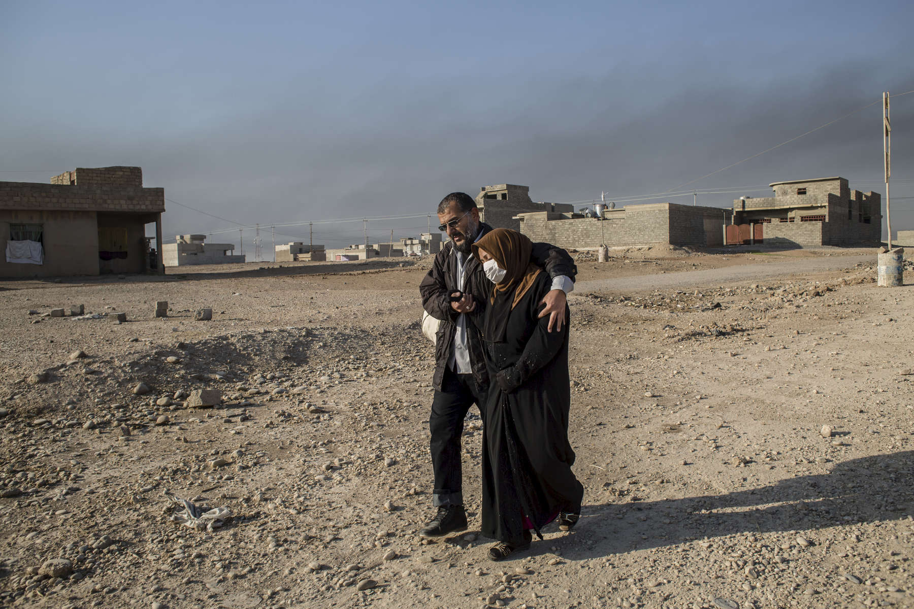 06/11/2016 -- Mosul, Iraq -- Iraqi family from Mosul leaving their hous after Iraqi special forces liberated the neighbourhoods in east of Mosul.