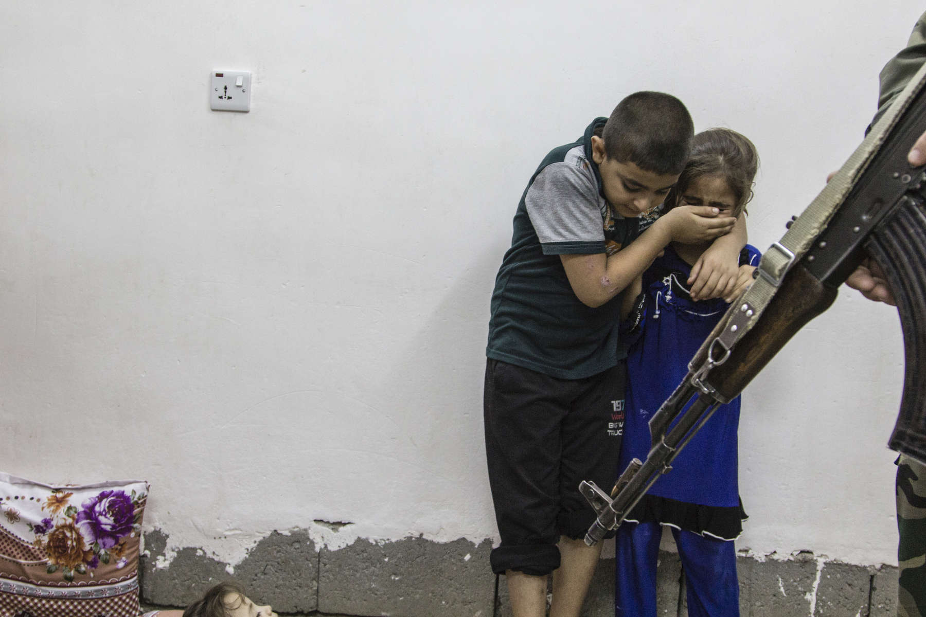 21/07/2015 -- Kirkuk-Iraq, Iraq -- Kids are scare when Iraqi police interred their house to looking for ISIS members in the middle of night in the city of Kirkuk.