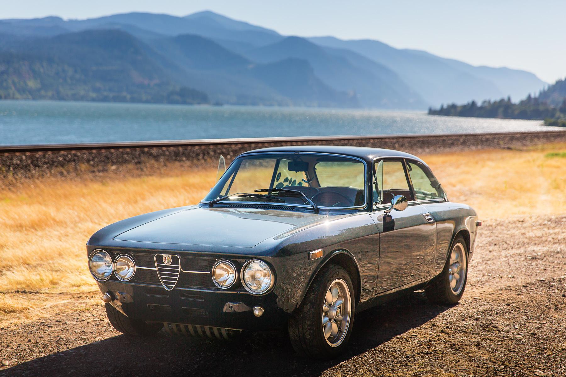 Alfa_Romeo_GTV_Hood_River