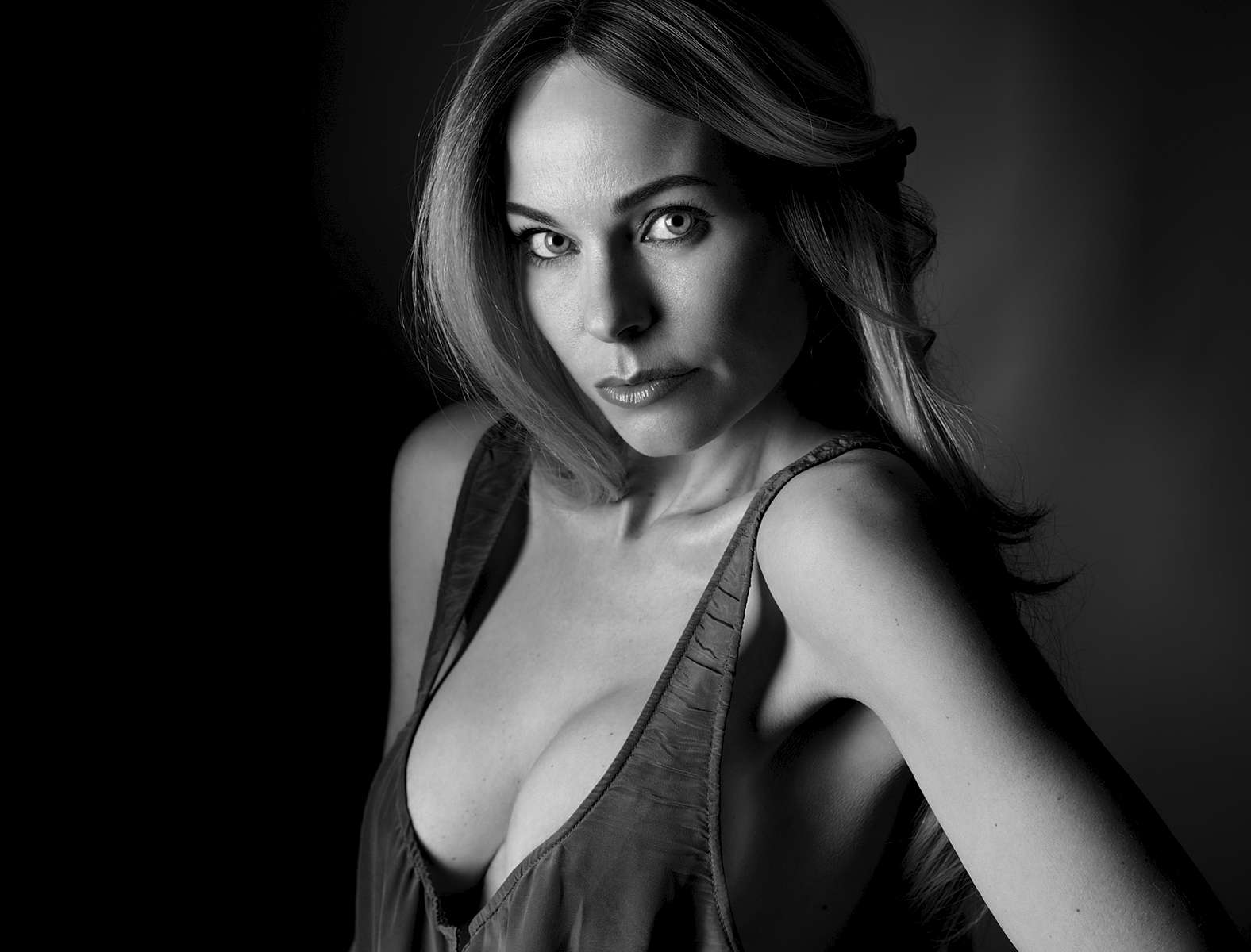 Model: Ingvill posing towards the camera in this black and white chest height portrait