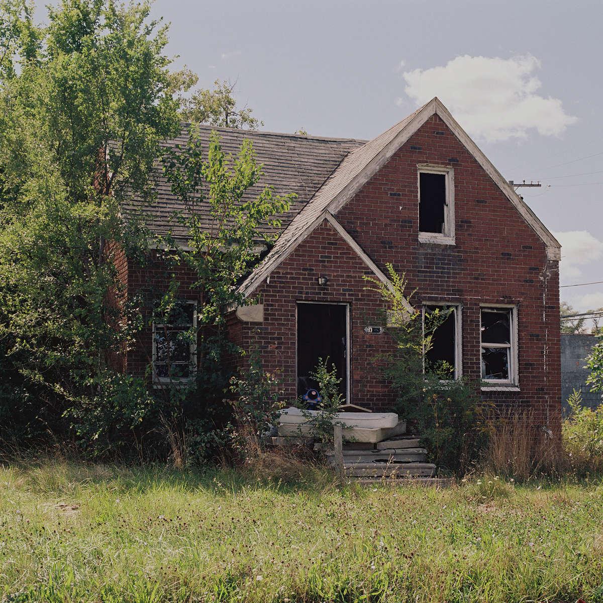 02-DetroitHouse