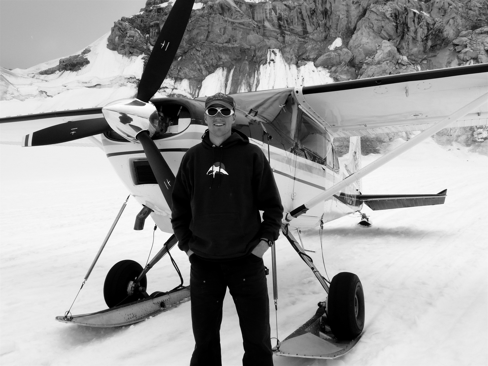 Man_Pilot_Flying_Glacier_Alaska