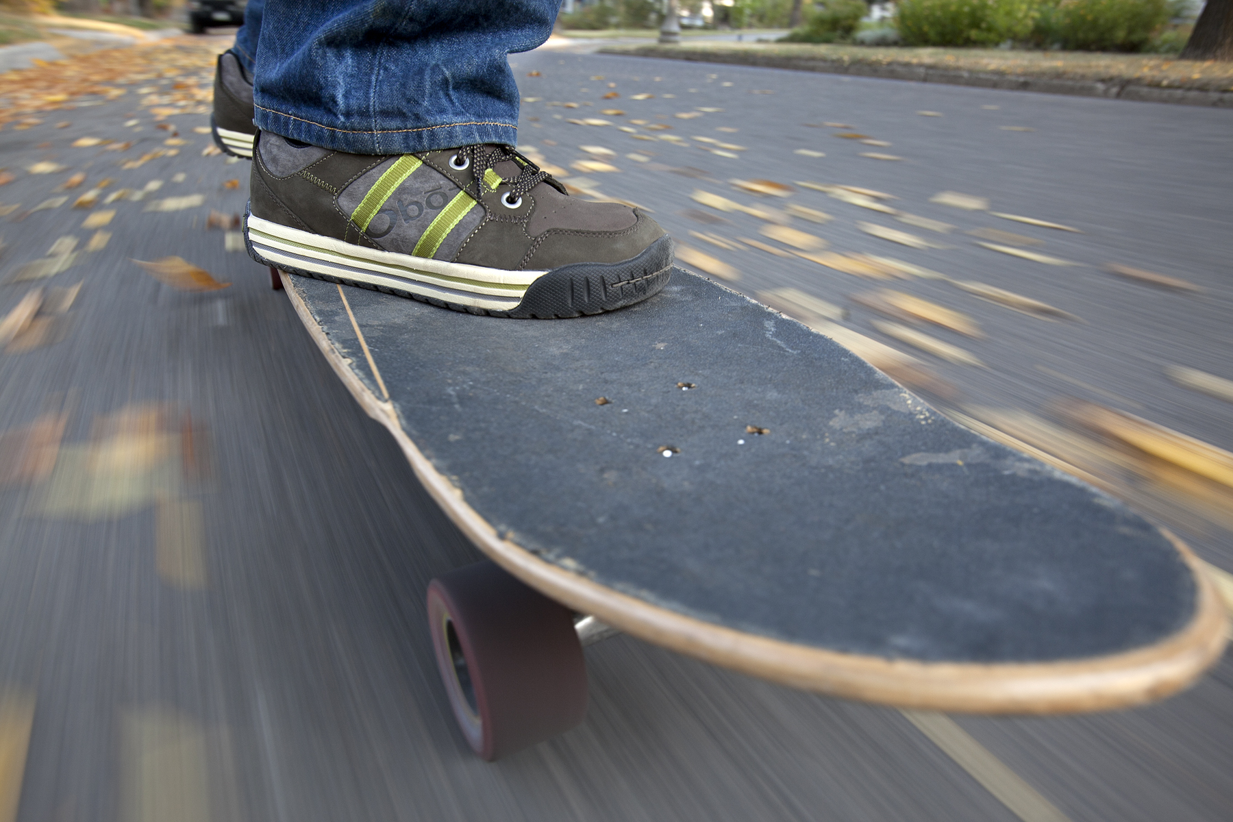 Man_Skateboarding_POV_feet