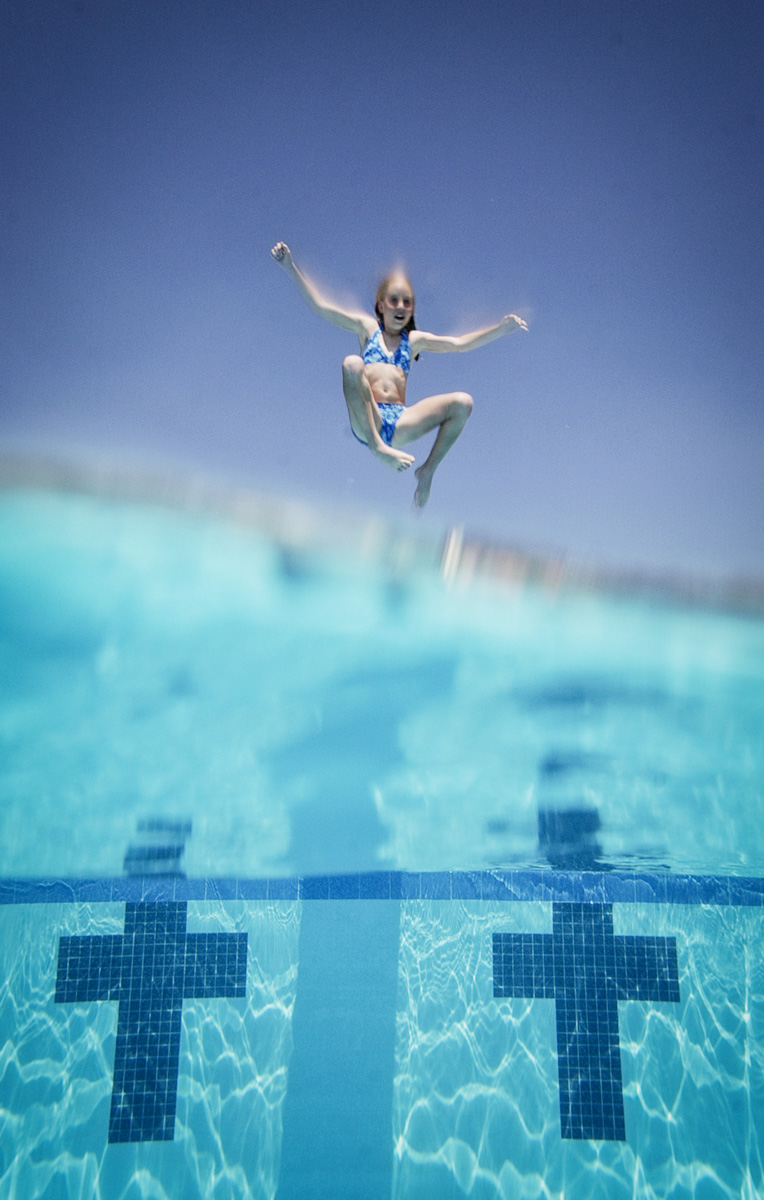 blue-pool-dive