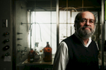 Waltham, MA 10/24/06 -- Portrait of Fischbach Professor of Chemistry Irving Epstein, in a chemistry lab at Brandeis University October 24, 2006.   Epstein recently received a $1 million grant called the Howard Hughes Medical Institute Professorship to recruit minority students into the sciences.  Erik Jacobs for the Boston Globe