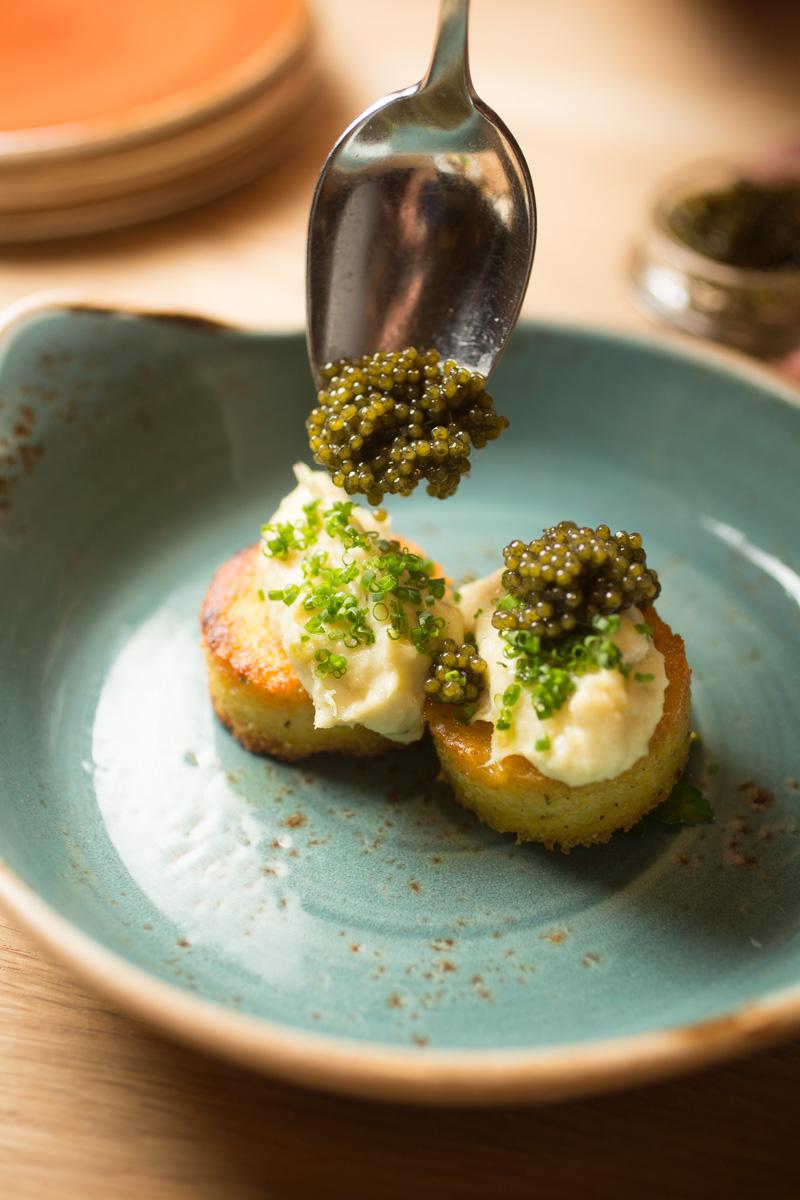 crabcakes-caviar-food