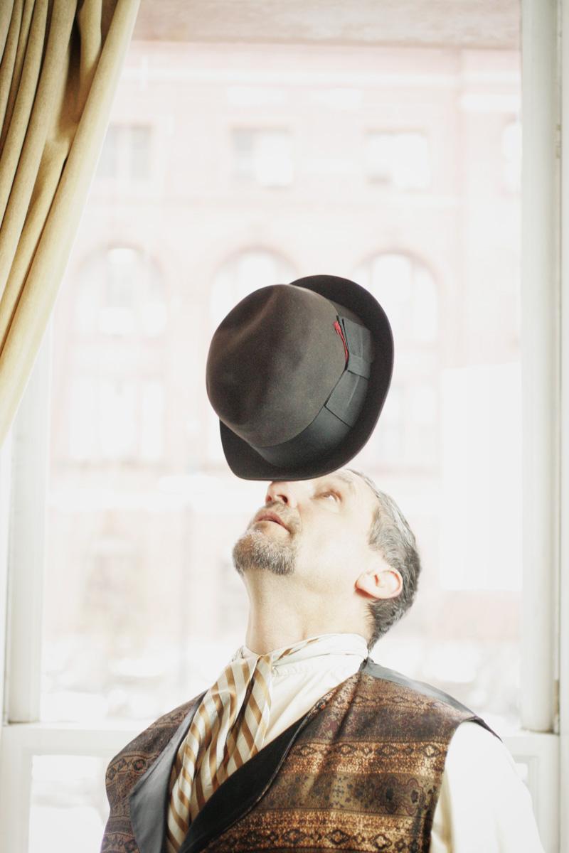 hat-balance-mime