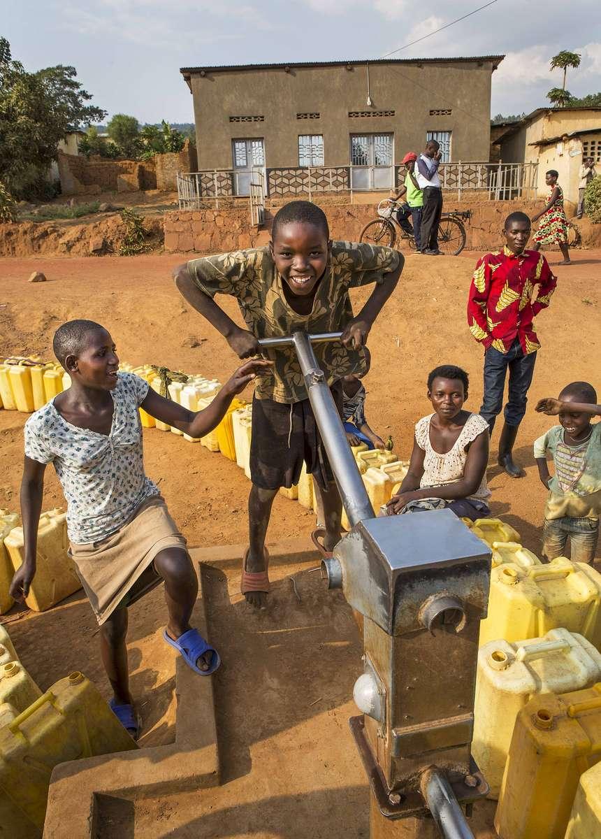 Pumping water, Rwanda