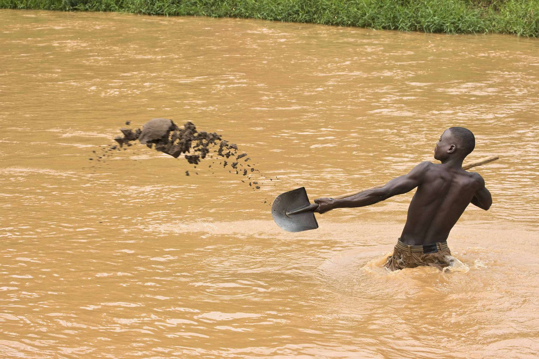 Digging sand in the Nyabarongo river, Rwanda