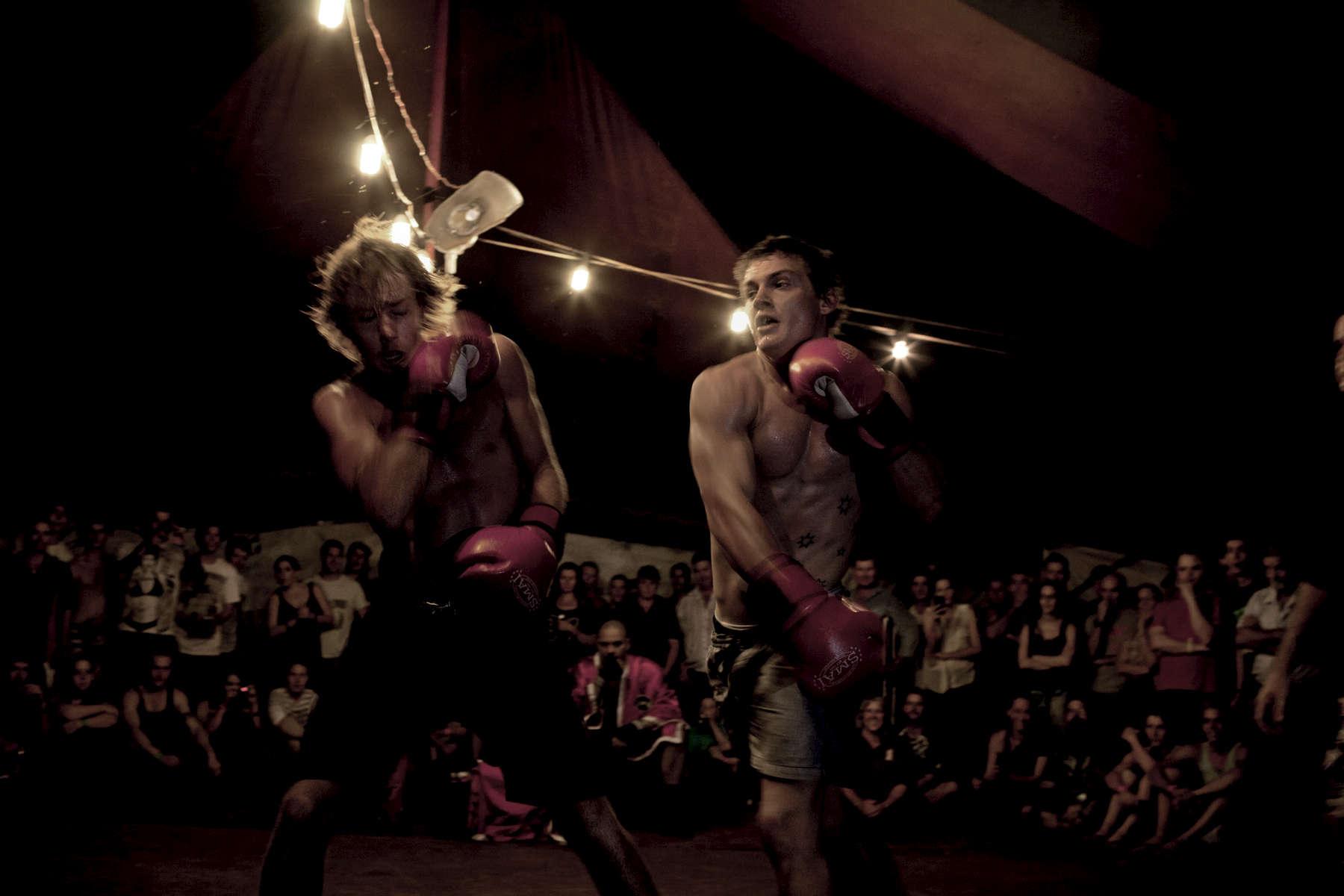 Ce soir, la Boxing Tent bat son plein, avec plus de 200 entrées. Noonamah Tavern près de Darwin, TN, Australie, Novembre 2011.