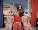 Famille Mainali en 2009.Arrière plan (G/D): Rabi Lal Mainali, 38 ans, Hema Devi Mainali, 36 ans. Premier plan (de G/D) Bidhya Mainali, 11 ans, Rabika Mainali 76 ans (mère de Rabi), Rabina Mainali, 13. Sur cette photo prise en studio les parents et la grand-mère portent l'habit traditionnel Boutannais. Tandis que les deux fillettes, qui sont nées au Népal portent l'habit traditionnel Népalais. Damak, Népal, 2009.