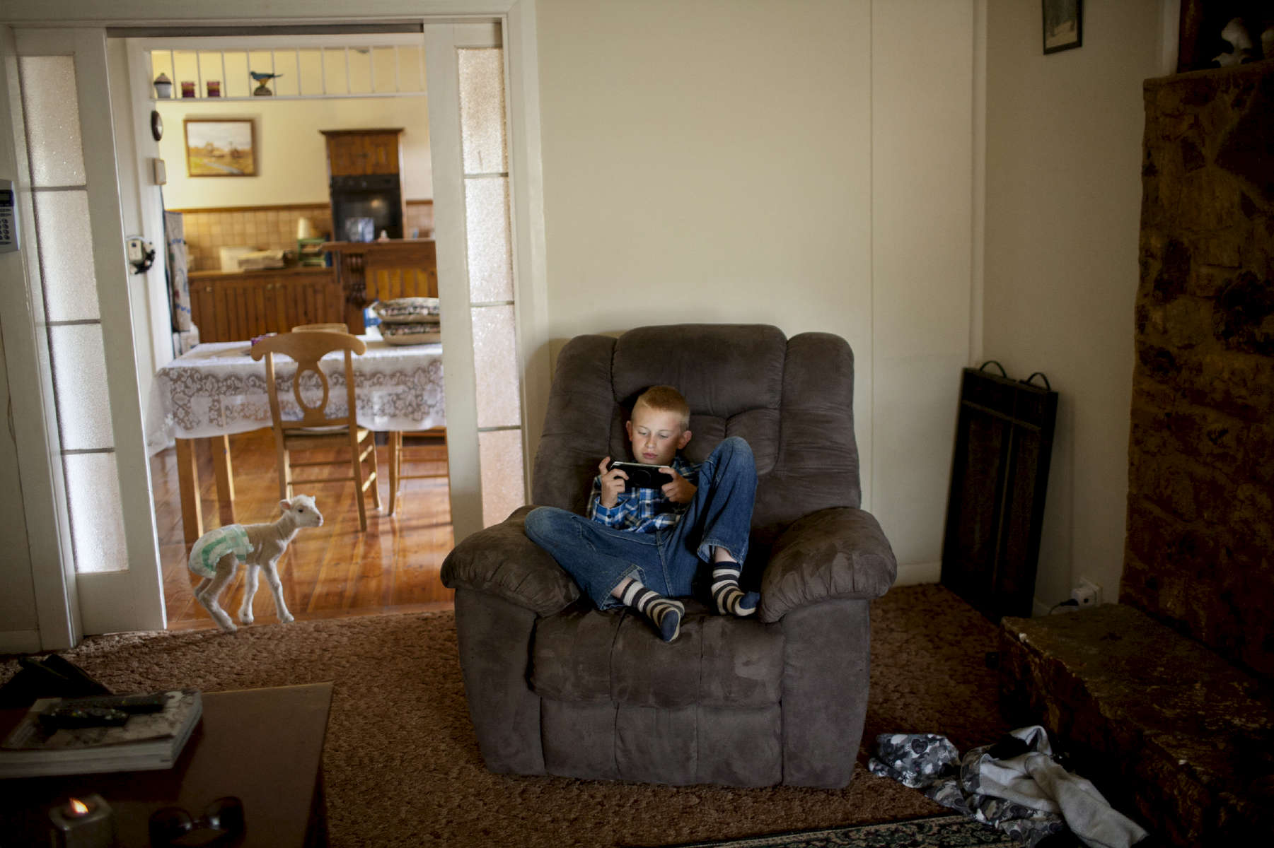 Cawnalmurtee station, 8 000 hectares. Creed family. Henry, 12 years old in his living room. New South Wales, Australia.