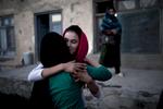 Meeting again in Kabul : Farkhonda hug her aunt, her mother sister, Nazir, 17 years old. Kabul, Afghanistan.