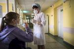 Tous les jours, les patients doivent prendre leur traitement devant une infirmière. Ce dernier peut durer 2 ans. Républicain de la Tb, Minsk, Bielorussie, 2018